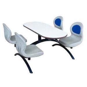 Mesa e cadeiras de Bowling